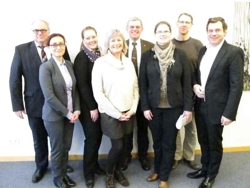 Das ist der neue Vorstand des Harburger City-Managements (von links): Vorsitzender Bernd Meyer (Sparkasse Harburg-Buxtehude), Valbone Scharfenberg (Marktkauf), Stellvertretende Vorsitzende Nina Wedler (Karstadt), Uta Rade (Wirtschaftsverein), Thomas Krause (ECE), Melanie Wittka (Arcaden), Dr. Mario Schuler (Damian Apotheke) und Lühr Weber (Arcaden Apotheke). Sie sorgen mit Ideen und Finanzen dafür, dass die City belebt wird. Als Geschäftsführerin ist Melanie-Gitte Lansmann mit dem operativen Geschäft betraut. Sie hat bereits einige bunte Akzente gesetzt und vor allem den verkaufsoffenen Sonntag neu ins Bewusstsein gerückt.