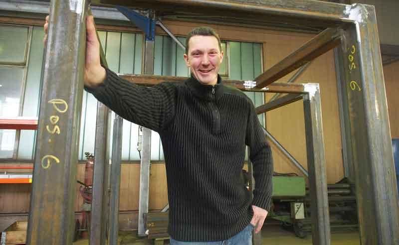 Er leitet das Schweißer-Team: Mario Verwijst ist Fachmann durch und durch. vdh ist zertifiziert und auch in der Lage Aluminium zu schweißen.