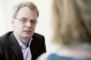 Dr. Jürgen Heide legt Wert darauf, neue Erkenntnisse aus der Forschung schnell in die Therapiepläne einzuarbeiten.