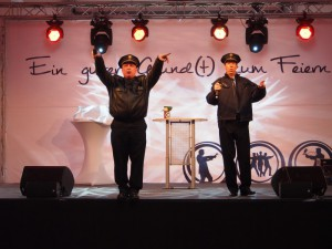 """Diese beiden """"Aupair-Polizisten"""" aus Berlin sorgten mit ihren Einlagen und Gesangskünsten mncht nur für Lacher, sondern auch für Erstaunen."""