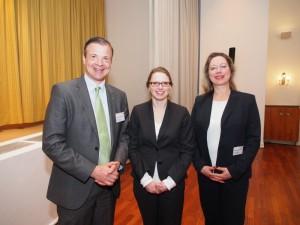 Hamburgs Sozialsenatorin Melanie Leonhard (Mitte, hier mit Arnold G. Mergell und Franziska Wedemann vom Wirtschaftsvereinsvorstand) referierte über die Integration von Flüchtlingen in den deutschen Arbeitsmarkt.