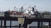 Beladung eines Gastankers: Diese Seite des Hafens wird von Dow genutzt.