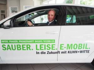 Freut sich über jede Anfrage: VW-Verkaufsleiter Kalle Hintmann im E-Golf.