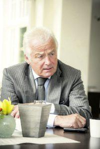 Alexander Freiherr von Spoercken, 69, ist Vorstandsvorsitzender der CLUBHAUS AG in Lüdersburg bei Lüneburg, mit rund 12 000 Kunden einem der größten Golfanbieter in Deutschland. Er ist Präsident der  European Golf Course Owners  Association, dem europäischen Verband der Golfplatzunternehmer.