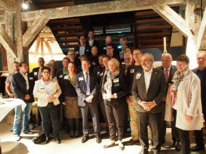Hier stellen sich die Gastgeber zur Begrüßung der Gäste vor: Mit 34 Mitgliedern ist das Harburger Chapter Tectona der Champion in Hamburg.
