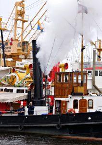 Endlich mal Dampf ablassen: Die Hafenfest-Macher sind mit ihrer Kraft am Ende - Thema beim Hafenfrühstück am Sonntag, 27. November. Foto: Dieckmeyer