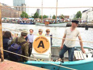 Unterstützer und Geldgeber gesucht: Wer steigt mit ein, um das Harburger Binnenhafenfest zu retten? Foto: Gorch von Blomberg