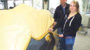 Stella Hamann ist seit Mai Fahrzeuglackiererin im Autohaus Tobaben
