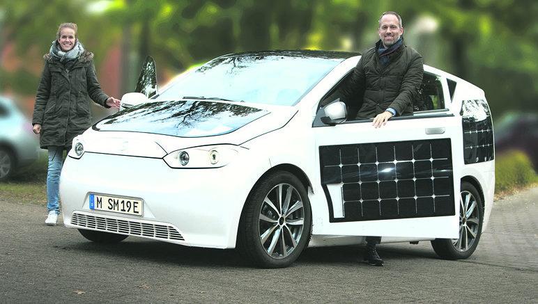 direkt aus der garage sion das e auto mit solarzellen. Black Bedroom Furniture Sets. Home Design Ideas