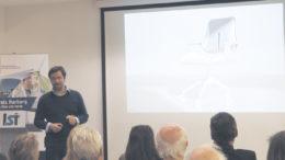 Am Beispiel eines Bürostuhls für Interstuhl beschrieb Sören Jungclaus anschaulich die Höhen und Tiefen im beruflichen Designerleben. Die teure, aber auch mehrfach patentierte Entwicklung – beispielsweise mit neu designten Loch-Rollen und einer nie zuvor erdachten Mechanik – machte später einen Siegeszug durch die TV-Kanäle. Foto: Wolfgang Becker
