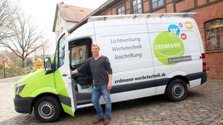Jörg Erdmann von Erdmann Werbetechnik ist mit seinem Sprinter mehr als zufrieden.