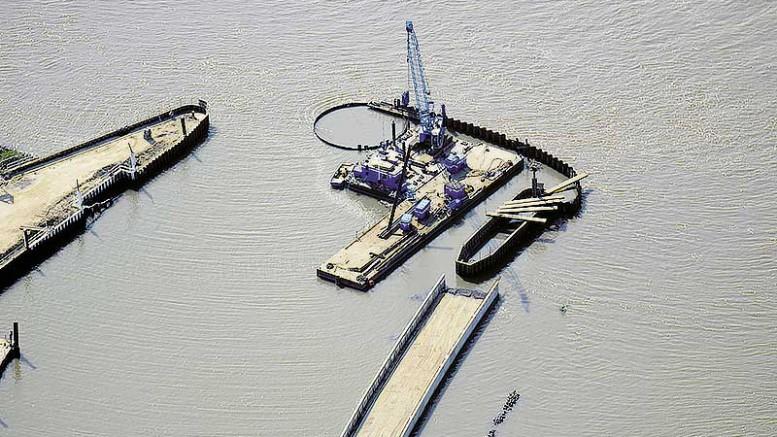 Luftbild während der Bauphase am Schulauer Hafen in Wedel