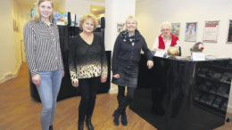 Tolles Team: Katharina Sinningen (von links), Christine Sülau, Citymanagerin Melanie-Gitte Lansmann und Heidemarie Bergmann in der neuen Harburg-Info.