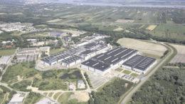 Das Airbus-Werk in Stade dominiert den Stadtteil Ottenbeck, der als CFK-Standort Weltweit impliziert weit über Stades Grenzen hinaus wahrgenommen wird. Das Werk hat zwar nicht annähernd die Dimensionen von Airbus in Finkenwerder, ist aber ebenfalls wie eine Stadt in der Stadt zu sehen.