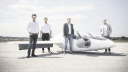 Sie haben den visionären Lilium Jet in die Luft gebracht (von links): Daniel Wiegand (CEO), Sebastian Born (Head of Mechanics), Matthias Meiner (Head of Flight Control) und Patrick Nathen (Head of Aerodynamics), allesamt Absolventen der Technischen Universität München. Fotos: Lilium