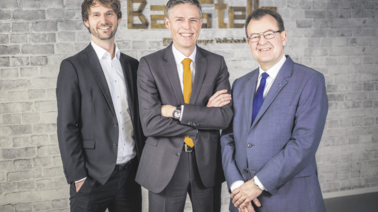 Sie sind ein eingespieltes Team: Daniel Richrath (von links), Frank Oetjen und Wolfgang Voß. Foto: Hamburger Volksbank
