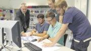 Prof. Dr. Wilm F. Unckenbold und das Stader Team am Rechner. Foto: PFH