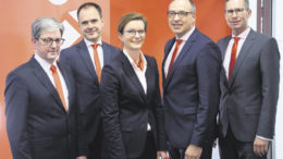Sie haben die Sparkasse in fünf Geschäftsbereiche aufgeteilt (von links): Henning Arens (Servicebank), Torsten Schrell (Innovationsbank), Janina Rieke (Businessbank), Thomas Piehl (Gesamtbank) und Michael Jurr (Hausbank).