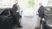 Christoph Munkwitz (links) und Audi-Verkaufsleiter Jörg Meinen warten auf den 6. Juli: Dann hat der neue Audi A6 seinen Marktauftritt und kann im Autohaus Spreckelsen in Stade begutachtet werden. Foto: Wolfgang Becker