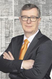 Dr. Reiner Brüggestrat, Vorstandssprecher der Hamburger Volksbank, hat mit seinem Team einen besonderen Weg gefunden, um lokale Präsenz zu zeigen. Foto: HamVoBa / Frank Egel