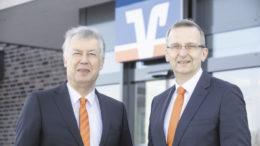 Der Vorstand der Volksbank Lüneburger Heide eG im Gespräch mit B&P: Cord Hasselmann (links) und Gerd-Ulrich Cohrs. Foto: VBLH