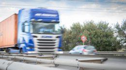 Lkw auf der Autobahn 27